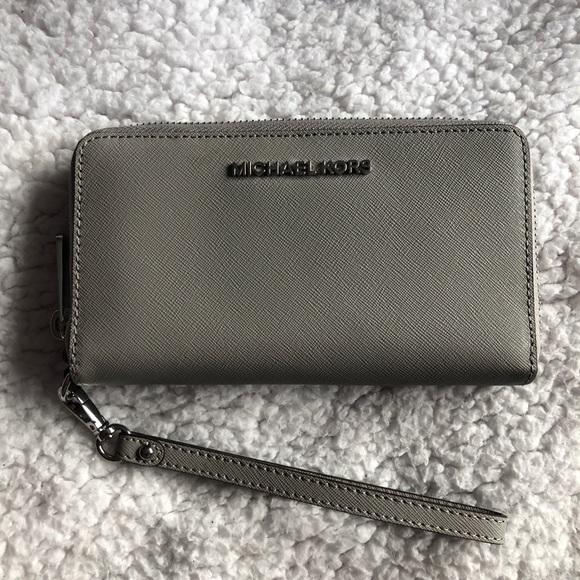 f34dfe4547a6 MICHAEL Michael Kors Bags | Michael Kors Large Leather Smartphone ...